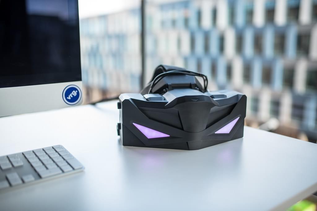 VRginesers и Leap Motion создают профессиональную VR гарнитуру со встроенным отслеживанием рук