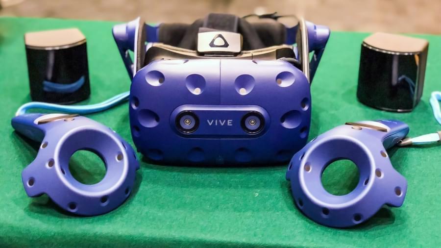 Четыре базовые станции SteamVR 2.0 способны отслеживать шесть VR гарнитур одновременно