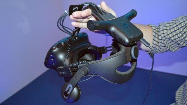 Стала известна цена и дата релиза беспроводного адаптера для Vive