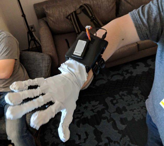 CES 2019: Contact CI – гаптические перчатки с моторизованными сухожилиями
