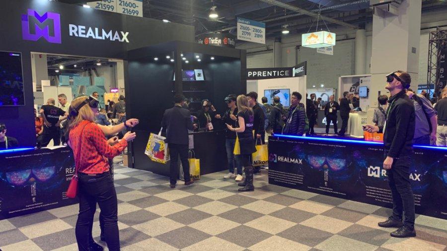 Realmax Qian − легкая, беспроводная AR/VR гарнитура со 100-градусным полем зрения