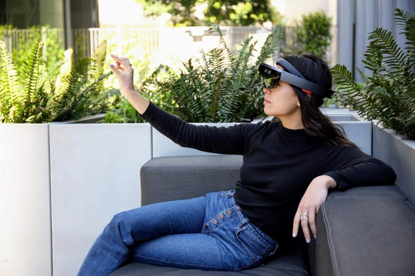 Microsoft открыто намекает на скорый анонс HoloLens 2.0