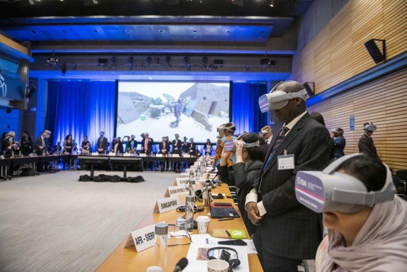 Всемирный банк привлекает внимание к проблеме бедности при помощи VR